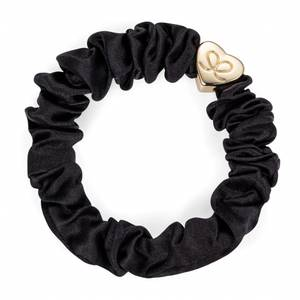 Bilde av BE Gold heart silk scrunchie black